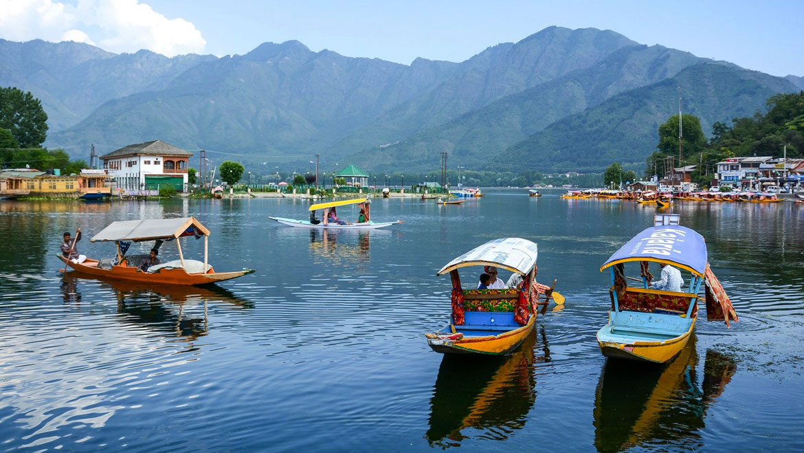 What are the Beautiful Places to Visit in Jammu and Kashmir?